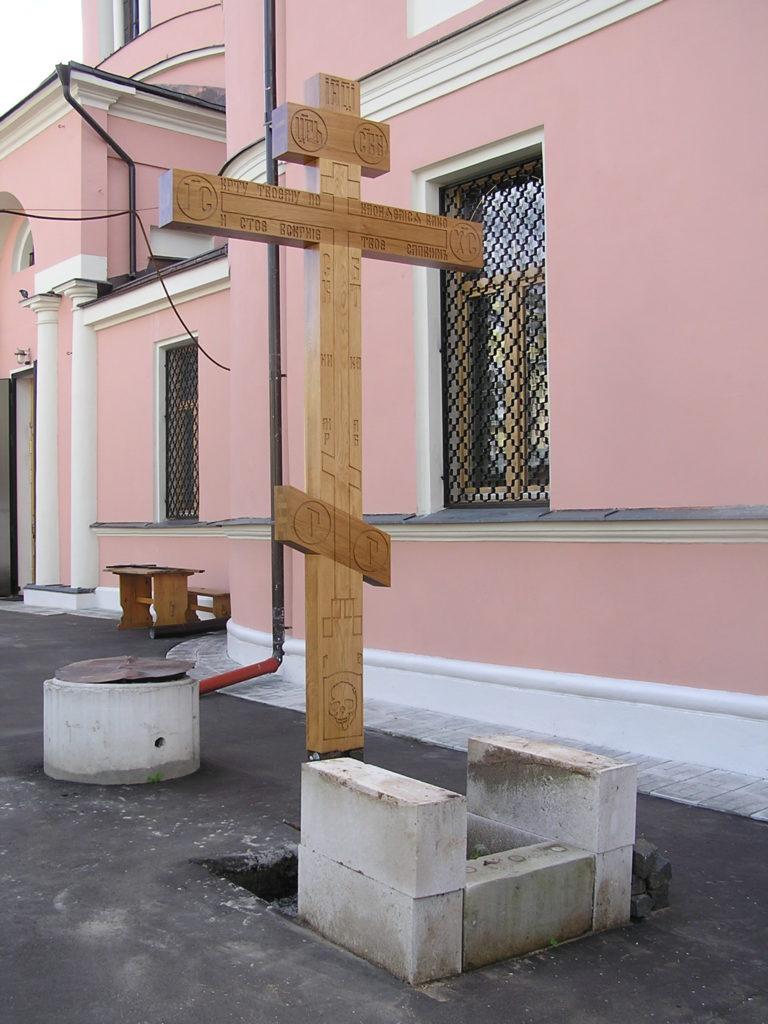 Поклонный Крест установлен