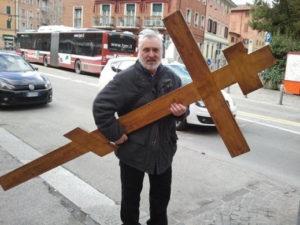 Архимандрит Марк с крестом