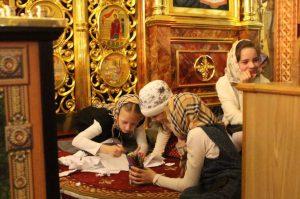 Дети на Пасхальной службе в храме