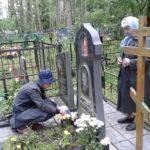 На могилке у Иришки