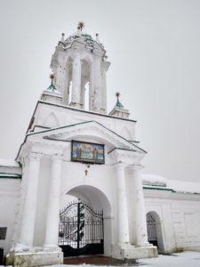 Входные ворота Спасо-Иаковлева монастыря